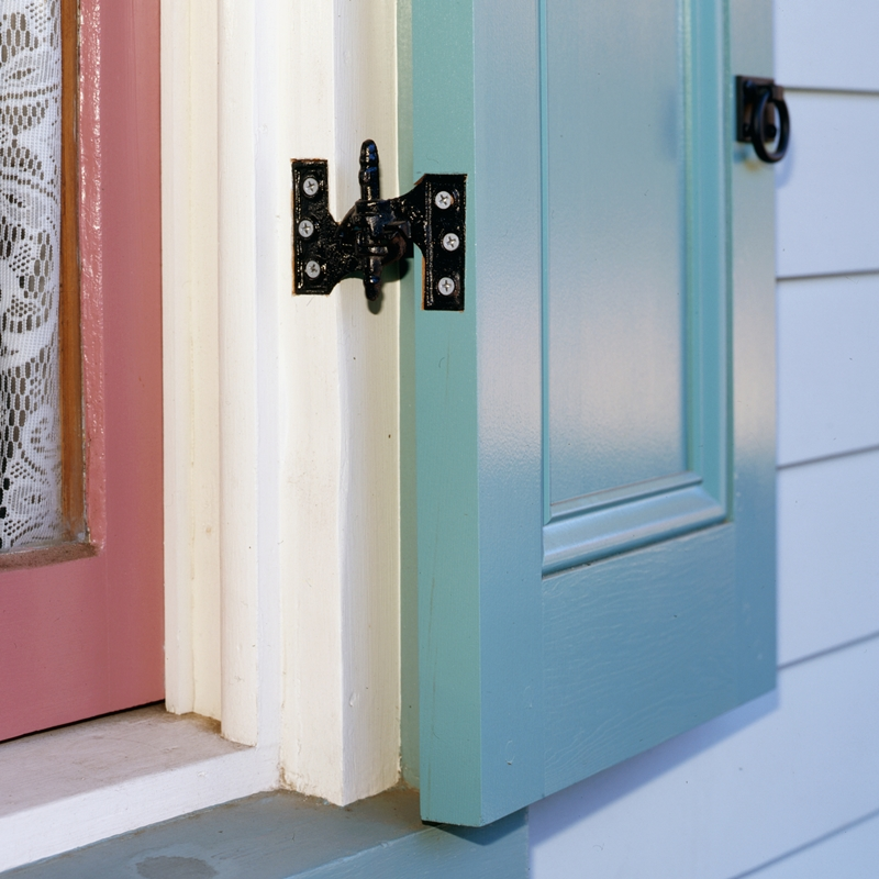 Closeup of Lull & Porter (Acme) Mortise Hinges installed on light blue panel shutter.