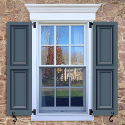 Window with blue shutters in a 1002 configuration, 2 panels, FP7, flat panels with 50/50 layout.