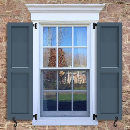 Window with blue shutters in a 1002 configuration, 2 panels, FP4, flat panels with 50/50 layout.