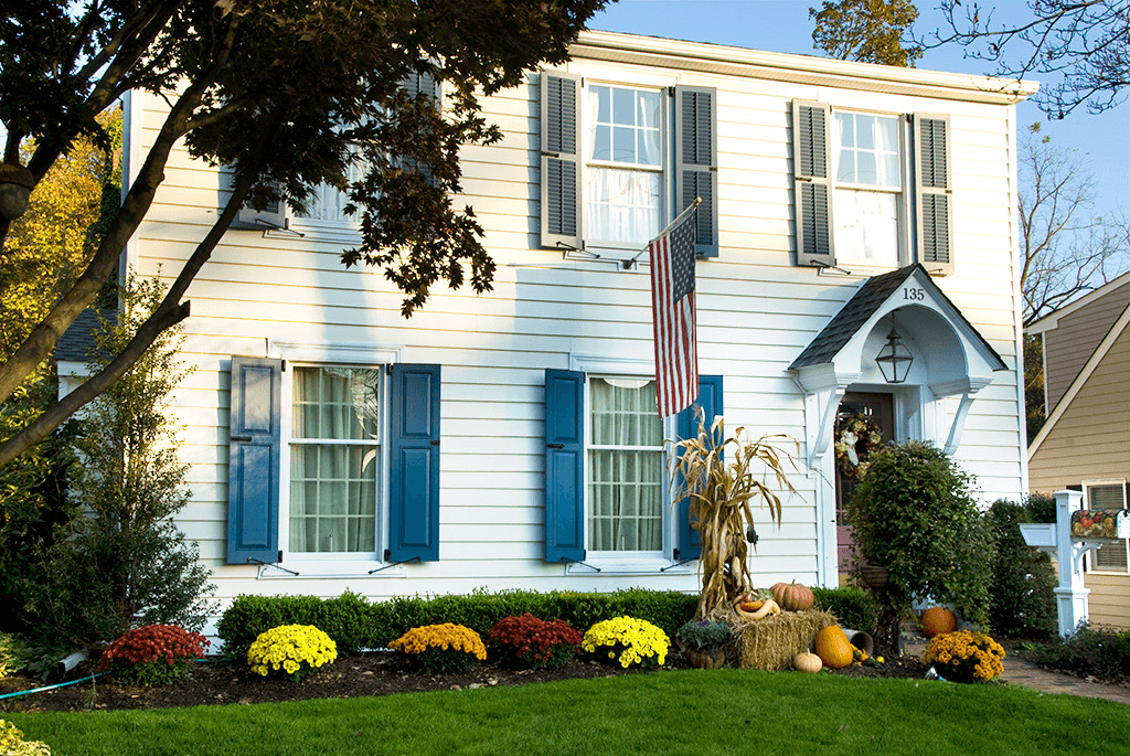 Houses with shutters pics house plan 2017 White house shutter color ideas