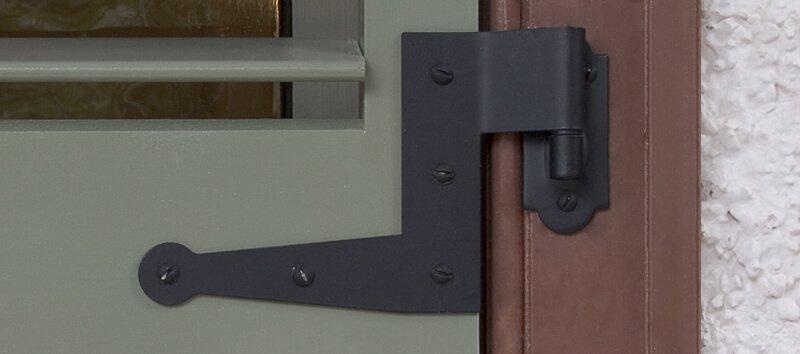 Exterior shutter hinges hardware
